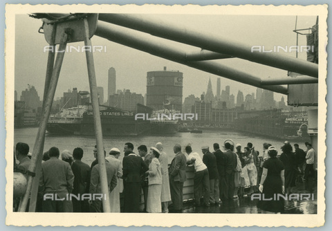 TCI-S-012161-AR03 - Andrea Doria ocean liner departing from new york, 1956 - Touring Club Italiano/Alinari Archives Management