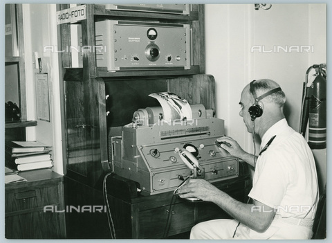 TCI-S-012272-AR03 - transatlantico augustus, apparecchio telefoto, 1954 - Touring Club Italiano/Gestione Archivi Alinari