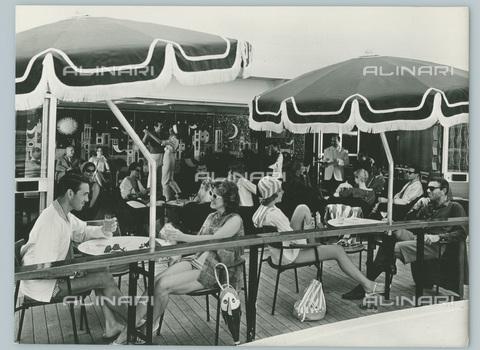 TCI-S-012706-AR03 - transatlantico leonardo da vinci, cabina classe veranda portofino, 1961 - Touring Club Italiano/Gestione Archivi Alinari
