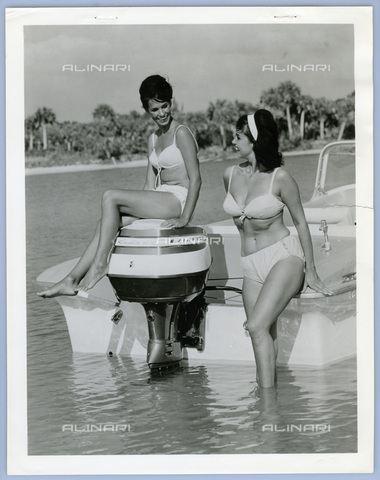 TCI-S-013216-AR03 - outboard motorboat, 1961 - Touring Club Italiano/Alinari Archives Management