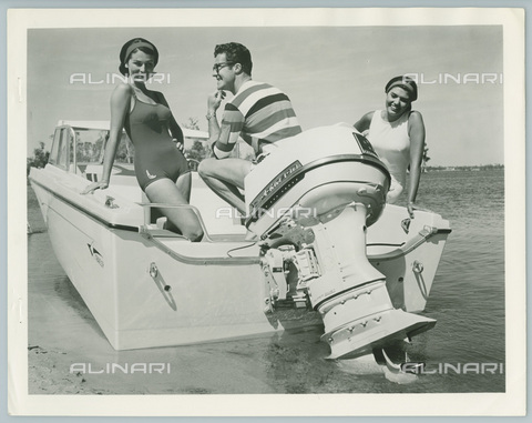 TCI-S-013226-AR03 - kids motorboat with outboard engine, 1963 - Touring Club Italiano/Alinari Archives Management