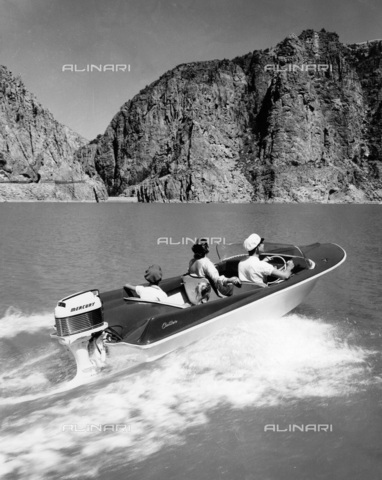 TCI-S-013268-AR03 - boat cutter, 1960 - Touring Club Italiano/Alinari Archives Management