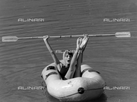 TCI-S-013499-AR03 - dinghy Pirelli, 1960 - Touring Club Italiano/Alinari Archives Management
