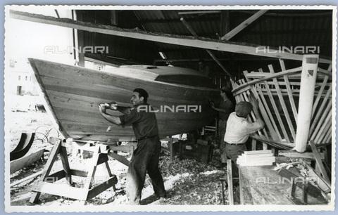 TCI-S-013582-AR03 - piccolo cantiere di viareggio, 1955 - Touring Club Italiano/Gestione Archivi Alinari