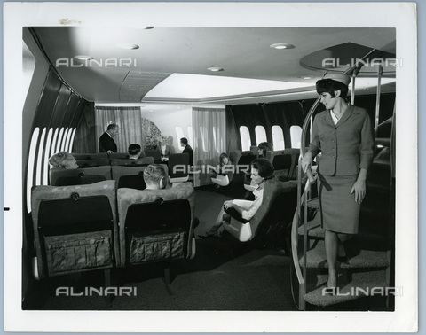 TCI-S-014072-AR03 - domestic first class of a jumbo jet, 1960 - Touring Club Italiano/Alinari Archives Management