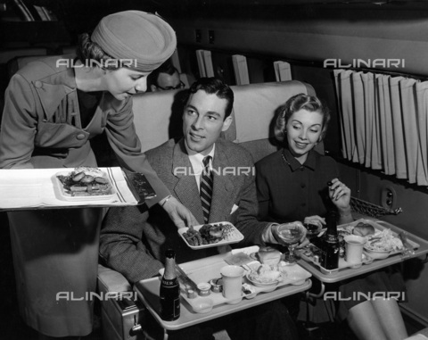 TCI-S-014102-AR03 - lunch on board twa, 1955 - Touring Club Italiano/Alinari Archives Management