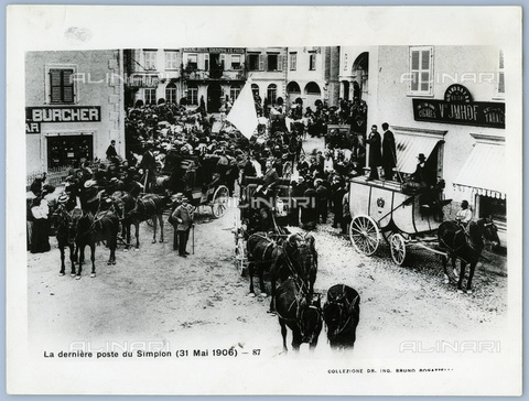 TCI-S-014722-AR03 - last stagecoach of Sempione,1906 - Touring Club Italiano/Alinari Archives Management