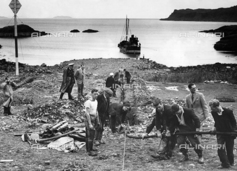 TCI-S-015114-AR03 - first cable between america and england tract ashore at Oban in Scotland, 1956 - Touring Club Italiano/Alinari Archives Management