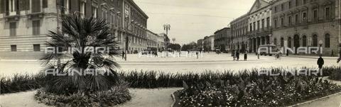 TCS-F-000187-0000 - Piazza del Ferrarese, Panorama di Bari - Data dello scatto: 1930 ca. - Touring Club Italiano/Gestione Archivi Alinari