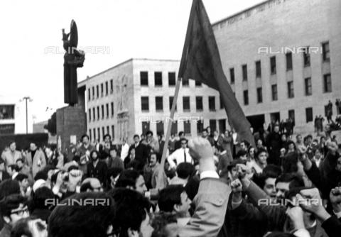 TEA-F-000004-0000 - Il Movimento Studentesco davanti all'Università La Sapienza - Data dello scatto: 1968 - Archivi Alinari, Firenze