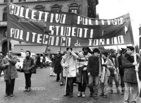 TEA-F-000012-0000 - Studenti del Politecnico di Torino durante le proteste del 1968 - Data dello scatto: 1968 - Archivi Alinari, Firenze