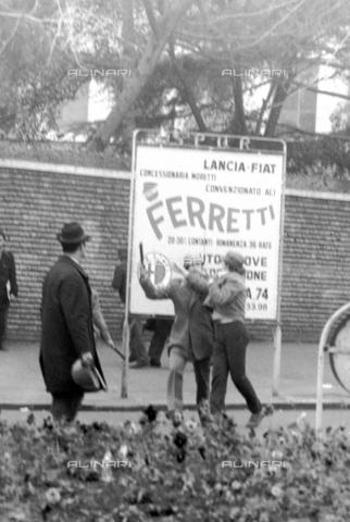 TEA-F-000013-0000 - Rissa durante le contestazioni del 1968 - Data dello scatto: 1968 - Archivi Alinari, Firenze