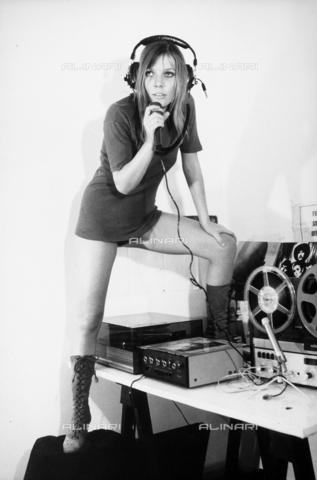 TEA-S-000193-0004 - La cantante Barbara Campigli - Data dello scatto: 1970-1979 - Archivi Alinari, Firenze