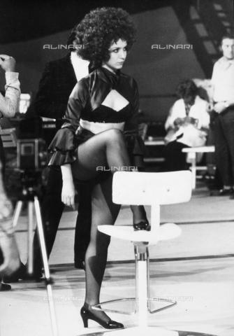 TEA-S-000655-0004 - Anna Maria Pillardi, controfigura di Raffaella Carrà a Canzonissima. - Data dello scatto: 1970 - 1972 - Archivi Alinari, Firenze