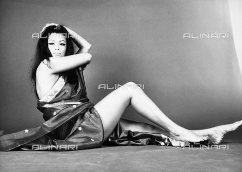 TEA-S-000759-0001 - Ritratto dell'attrice indonesiana Seyna Seyn - Data dello scatto: 1970 - 1980 ca. - Archivi Alinari, Firenze