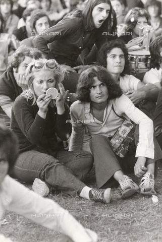 TEA-S-000953-0008 - Raduno giovanile in piazza Navona - Data dello scatto: 1970-1979 - Archivi Alinari, Firenze
