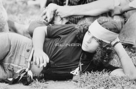 TEA-S-000956-0003 - Hippie al Gianicolo d'estate - Data dello scatto: 1970-1979 - Archivi Alinari, Firenze