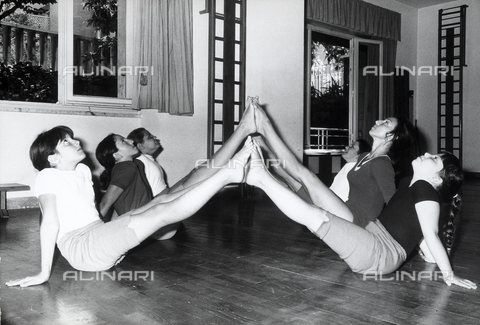 TEA-S-000971-0005 - Little girls doing gymnastic excercises at a gym