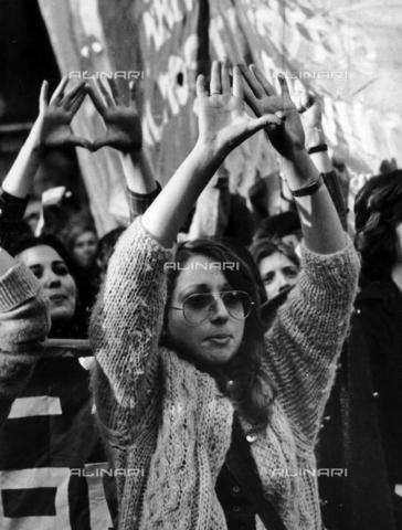 TEA-S-001002-0011 - Manifestazione femminile per rivendicare i diritti delle donne - Data dello scatto: 1970 ca. - Archivi Alinari, Firenze