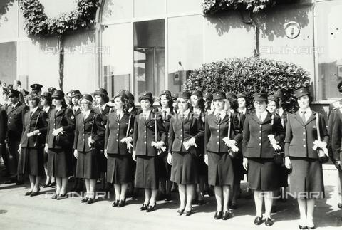 TEA-S-001088-0003 - Gruppo di donne poliziotto in divisa - Data dello scatto: 1975 ca. - Archivi Alinari, Firenze