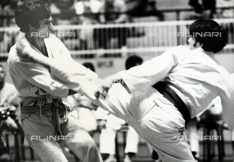 TEA-S-001112-0009 - Judo moves.