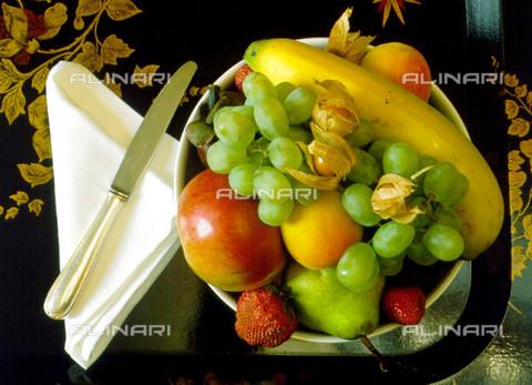 TOP-F-015390-0000 - Piatto di frutta mista, Generale - 1999 / TopFoto / Archivi Alinari