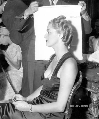 """TOP-F-016429-0000 - Pettinatura londinese di Signor Raymond Bessons. 1937, """"Between the Wars"""" (""""tra le guerre"""") - Data dello scatto: 1937 - 2005 / TopFoto / Archivi Alinari"""