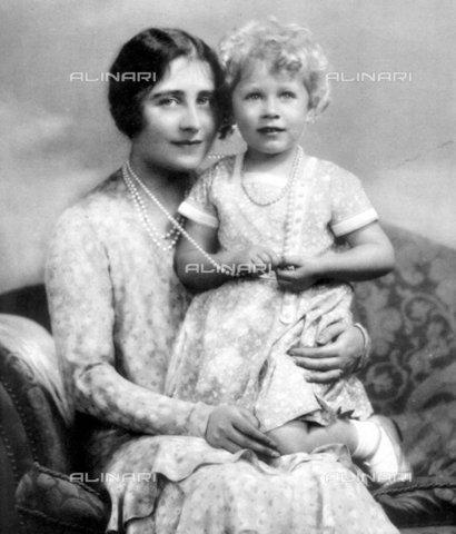 TOP-F-026693-0000 - La regina madre con sua figlia la principessa Elisabetta, Reali, Regina madre - Data dello scatto: 1936 - 2005 / TopFoto / Archivi Alinari