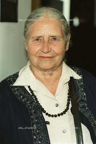 TOP-F-377522-0000 - The English writer Doris Lessing (1919-2013) at the inauguration of the Waterstones bookshop in Piccadilly, London - Data dello scatto: 14/09/1999 - 2004/ UPP / TopFoto / Alinari Archives