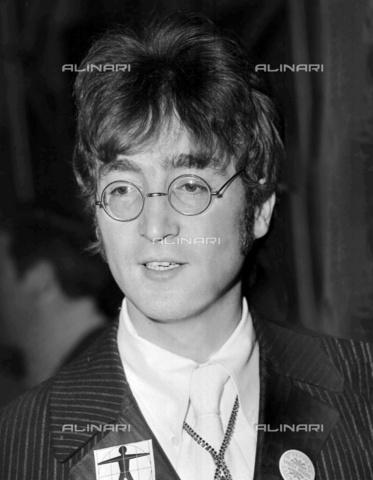 TOP-F-458157-0000 - Il cantante John Lennon (1940-1980) - Data dello scatto: 24/06/1967 - 2004 UPP / TopFoto / Archivi Alinari