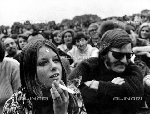 TOP-F-468891-0000 - Raduno a favore della legalizzazione del cannabis a Hyde Park, 1968. Generale, Legalizzazione cannabis - Data dello scatto: 1968 - 2002 / TopFoto / Archivi Alinari