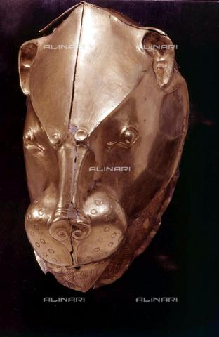 TOP-F-699045-0000 - Rhyton (contenitore cerimoniale di liquidi) in oro a forma di testa di leone, proveniente dalla tomba III di Micene, oreficeria, civiltà micenea, Museo Archeologico Nazionale, Atene - Data dello scatto: 03/07/2003 - TopFoto / Archivi Alinari