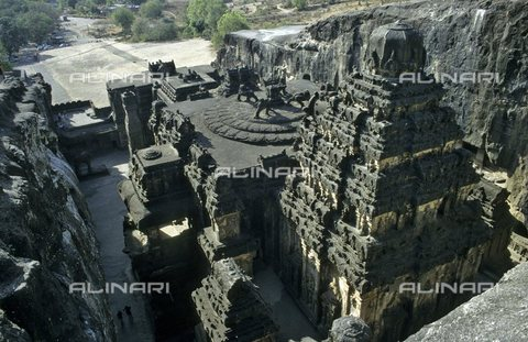 TOP-S-000117-1199 - The temple of Kailasa (Kailasanatha) near the caves of Ellora northeast of Bombay, India; Hindu temple carved into the rock in the 8th and 9th centuries - Elmar R. Gruber / TopFoto / Alinari Archives