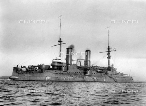 TOP-S-000123-3532 - Russian Imperial Navy: The battleship of the Borodino class, Tsesaravich. He fought in the Russo-Japanese war in 1904 and was the flagship of Admiral Wilgelm Vitgeft in the Battle of the Yellow Sea. It was in the Baltic in the First World War and fought in the Battle of Moon Sound in 1917, it was renamed Grazhdanin after the 1917 Russian Revolution 1914 - TopFoto / Alinari Archives