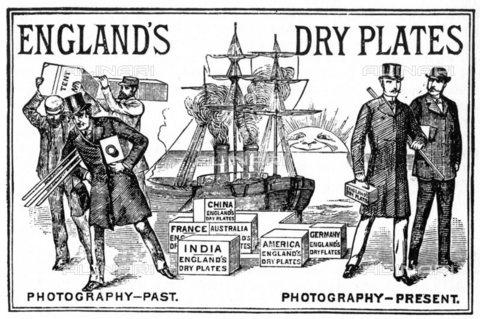 TOP-S-000137-3068 - Pubblicità delle lastre fotografiche in collodio umido che riducono notevolmente i processi di elaborazione per i fotografi, stampa, England's Dry Plates di John Desire - Balean / TopFoto / Archivi Alinari