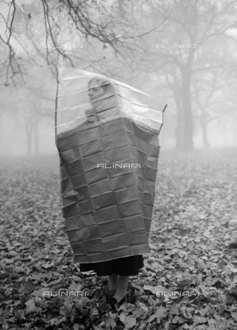 TOP-S-000145-2064 - A woman fits an old gas coat used in wartime to protect herself from London's polluted fog - Data dello scatto: 17/11/1953 - TopFoto / Alinari Archives