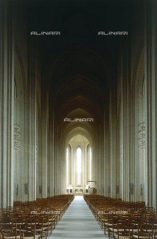 TOP-S-000145-8254 - Veduta dell'interno della Chiesa di Grundtvig progettata da Peder Klint (1853-1930) a Copenaghen - Photoshot / TopFoto / Archivi Alinari