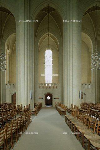TOP-S-000145-8257 - Veduta dell'interno della Chiesa di Grundtvig progettata da Peder Klint (1853-1930) a Copenaghen - Photoshot / TopFoto / Archivi Alinari