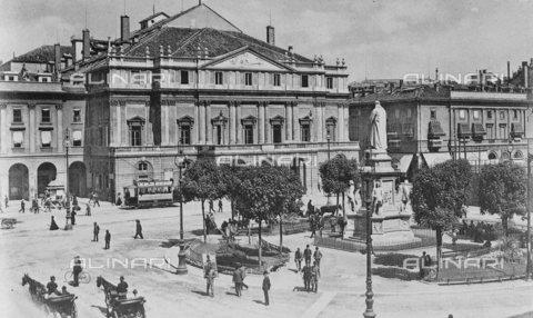 TOP-S-00EU00-4960 - Piazza della Scala a Milano - Data dello scatto: 18/11/1919 - TopFoto / Archivi Alinari