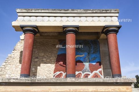 TOP-S-00PD02-3184 - Il palazzo di Cnosso ricostruito dall' archeologo inglese Arthur Evans (1851-1941), ingresso settentrionale - Mel Longhurst / TopFoto / Archivi Alinari