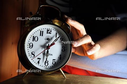 TOP-S-00PD02-9644 - The morning alarm - Grant Falvey / TopFoto / Alinari Archives