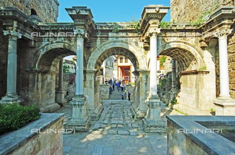 TOP-S-00PD03-9758 - Hadrian's Gate, Roman art, Antalya, Turkey - TopFoto / Alinari Archives
