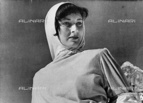 "TOP-S-00SP00-7443 - L'attrice Valentina Cortese nei panni di ""Alida"" nel film ""The Glass Mountain"" (""La montagna di cristallo"") - Data dello scatto: 02/12/1948 - TopFoto / Archivi Alinari"