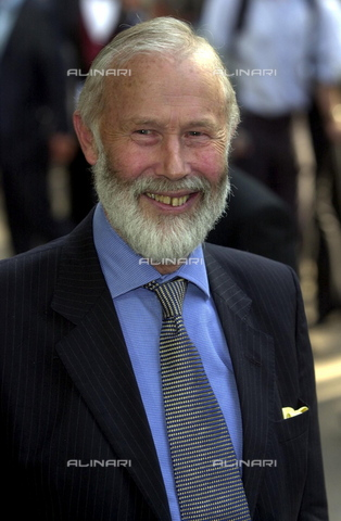 TOP-S-NNA007-8871 - Sir Chris Bonington arriva al cinema Odeon del West End di Londra per festeggiare il cinquantesimo anniversario della conquista dell'Everest - Data dello scatto: 29/05/2003 - TopFoto / Archivi Alinari