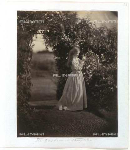 """UIG-F-030112-0000 - """"The Gardener's Daughter"""", """"La figlia del giardiniere"""", fotografia di Julia Margaret Cameron (1815-1879) - Data dello scatto: 1867 - SSPL / UIG/Archivi Alinari"""