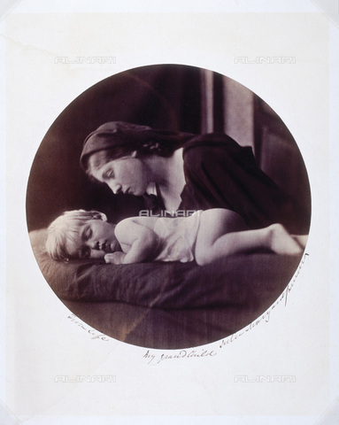 "UIG-F-030115-0000 - ""My Grandchild"": young woman portrayed with Archie, son of Eugene Cameron Hay, Julia Margaret Cameron photography (1815-1879) - Data dello scatto: 1865 - SSPL / UIG/Alinari Archives"