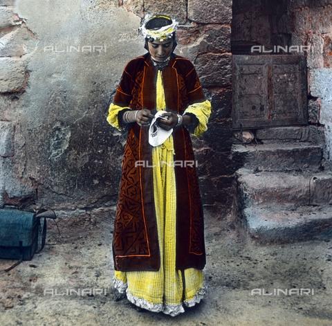 UIG-F-030860-0000 - Donna nativa di Nazareth. - Data dello scatto: 1920 - United Archives / UIG/Archivi Alinari