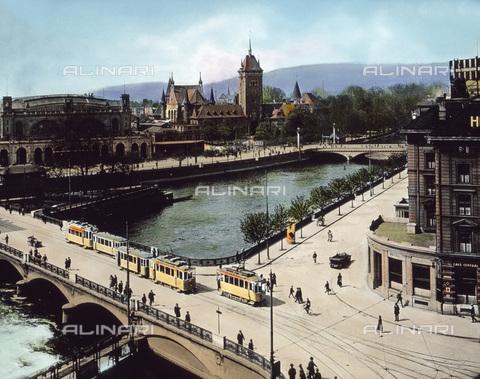 UIG-F-030871-0000 - Stazione ferroviaria, Museo Nazionale e ponte sul fiume Limmat, Zurigo - Data dello scatto: 1930 - United Archives / UIG/Archivi Alinari