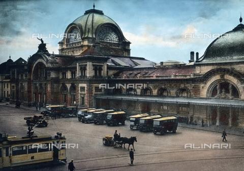 UIG-F-030874-0000 - Stazione ferroviaria a Lucerna - Data dello scatto: 1930 - United Archives / UIG/Archivi Alinari