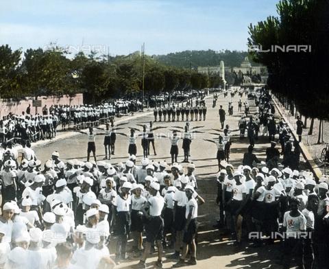UIG-F-030887-0000 - Giovani durante una festa dello sport - Data dello scatto: 1930 - United Archives / UIG/Archivi Alinari